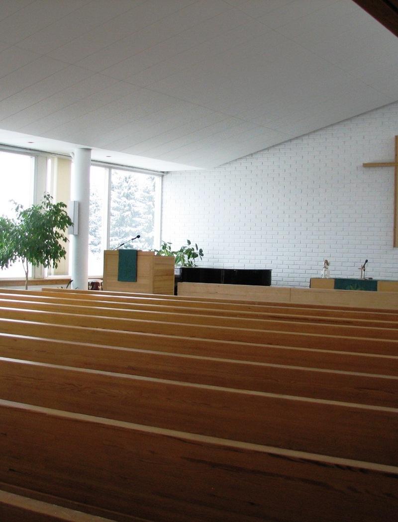 Kemien seurakuntatalon kirkkosali